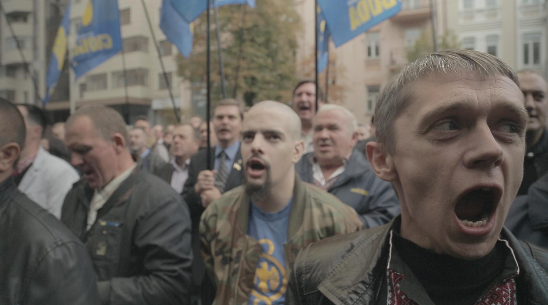 Ukraine Les Masques De La Revolution / Маски Революции (2016)  Militant-parti-SvobadacPREMIERES-LIGNES